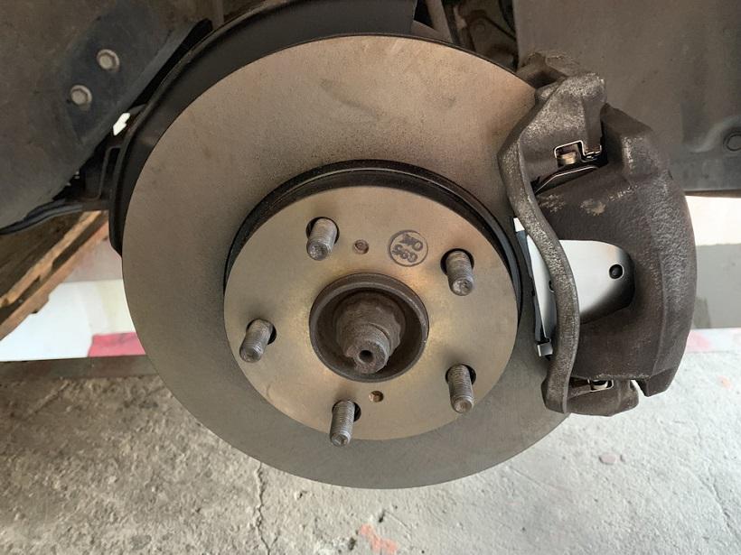Замена тормозных дисков Toyota Corolla